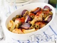 Печени пилешки бутчета на фурна с подправки, маслини и червен лук